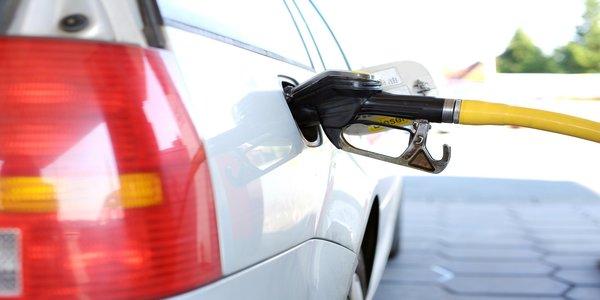 Coche de gasolina. No menos de 112 g/km. 5.600 g/h en la ciudad, 13.440 g/h en autopistas.