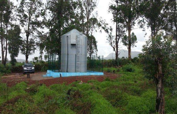 Depósito de agua en el parque Nacional de Kissama