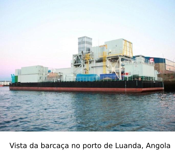 Vista da barcaça no porto de Luanda, Angola